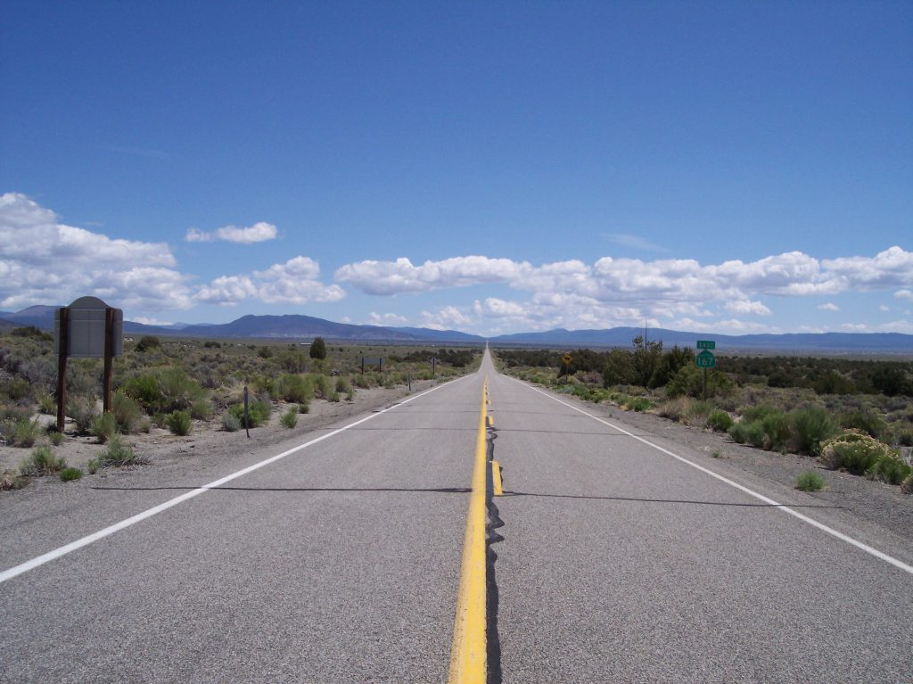 Highway am Monolake, USA