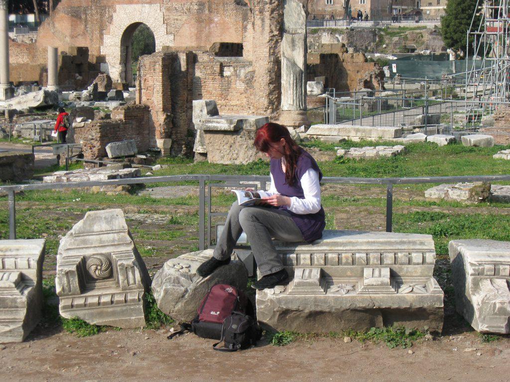 Debbie auf dem Forum Romanum