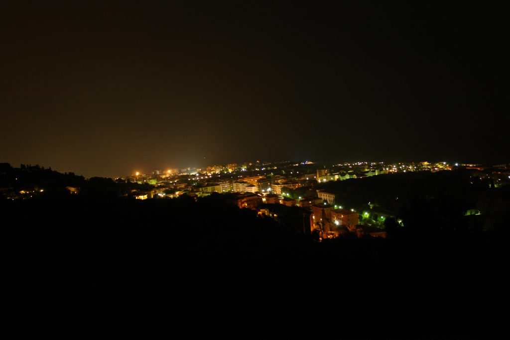 Albenga bei Nacht