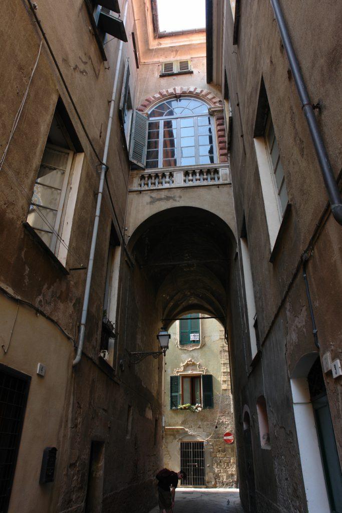 Hohe Häuser, Altstadt Albenga, Ligurien