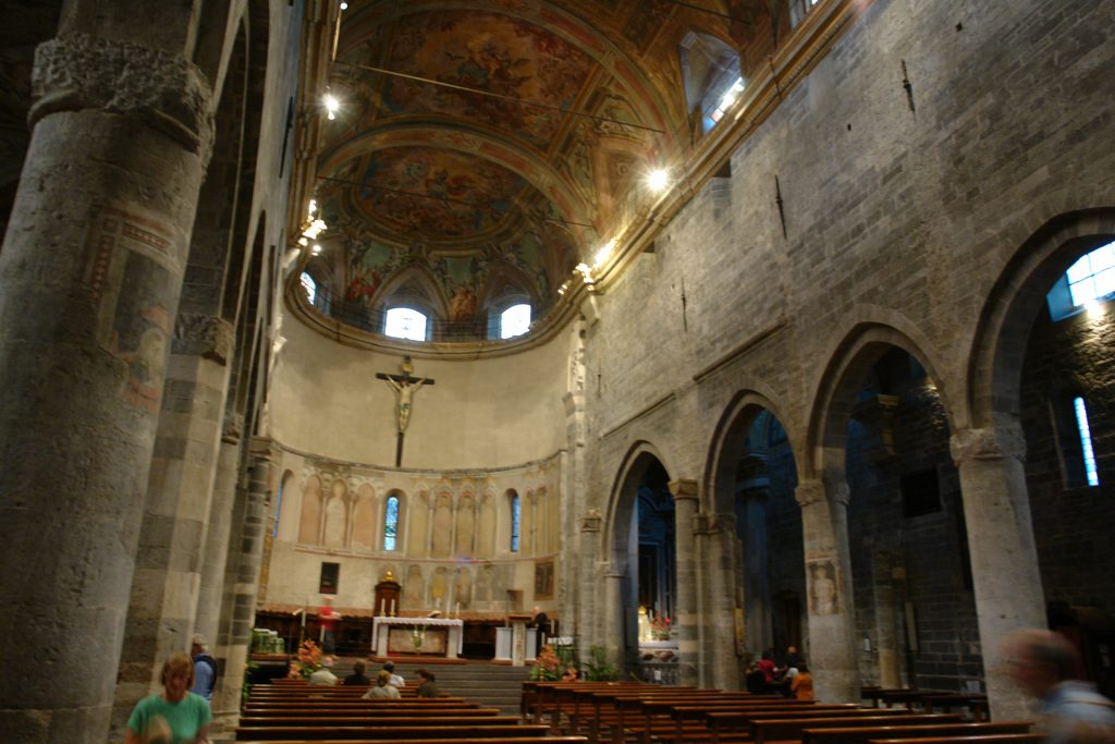 San Michele Arcangelo, Innenraum, Albenga