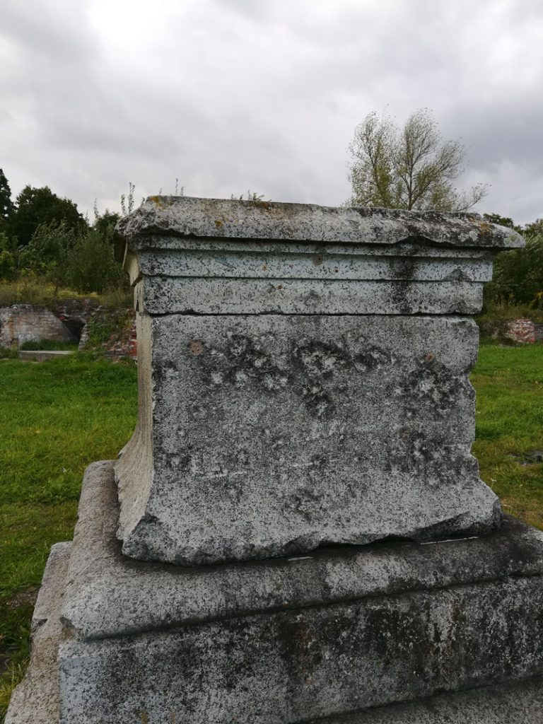 Sockel eines Denkmals