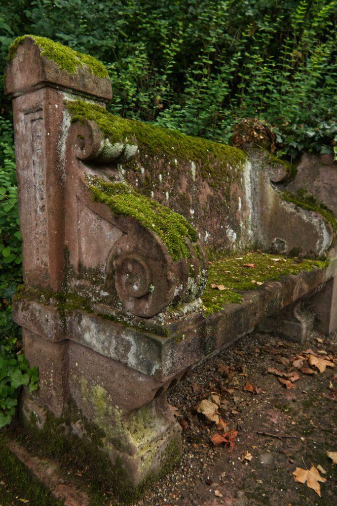 Bank auf dem Bergfriedhof
