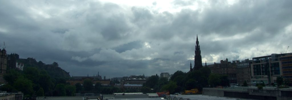 Edinburgh unter Wolken