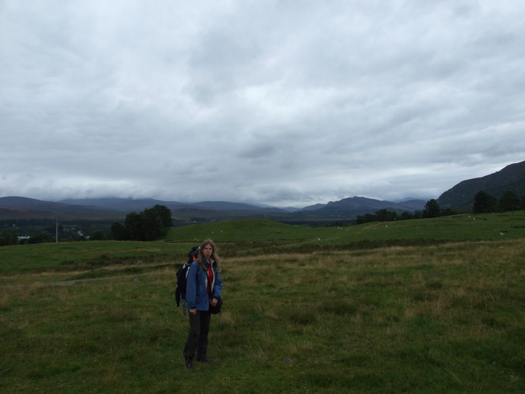 Debbie vor der Cairngorm-Kulisse