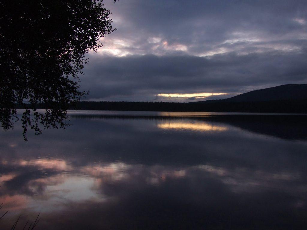 Loch Morlich bei Sonnenuntergang
