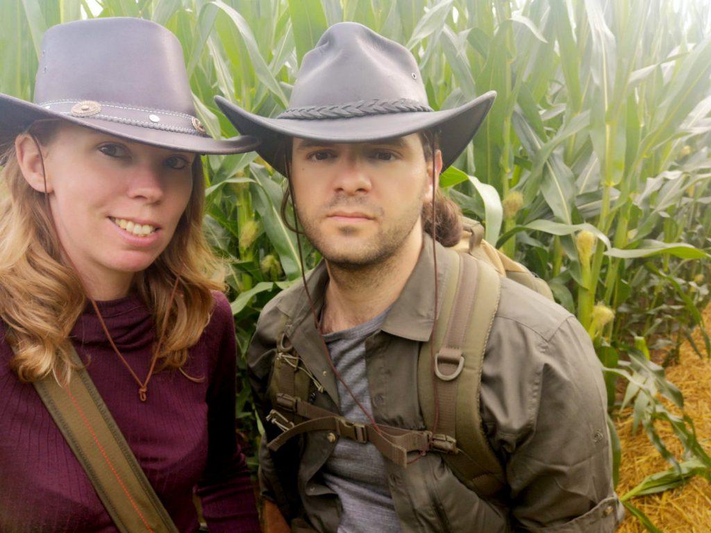 Debbie und Pierre im Maislabyrinth
