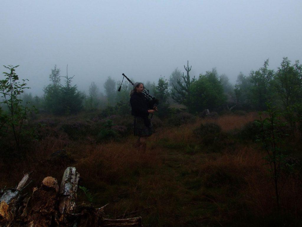 Dudelsack im schottischen Nebel