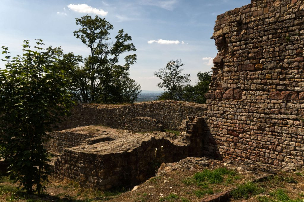 Mauern in der Burgruine Schauenburg