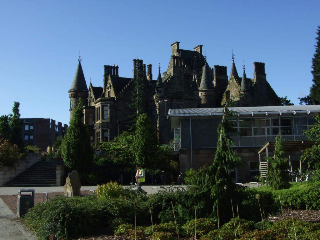 Gebäude auf dem Uni-Campus in Edinburgh