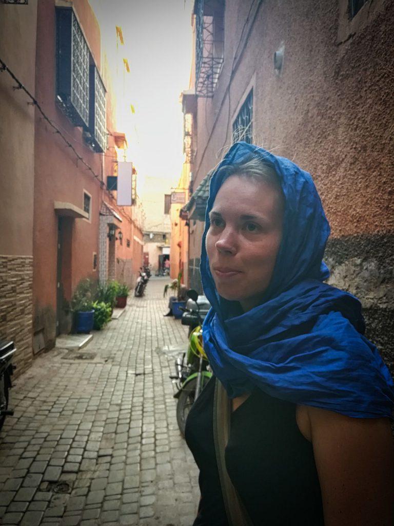 Debbie in der Medina von Marrakesch