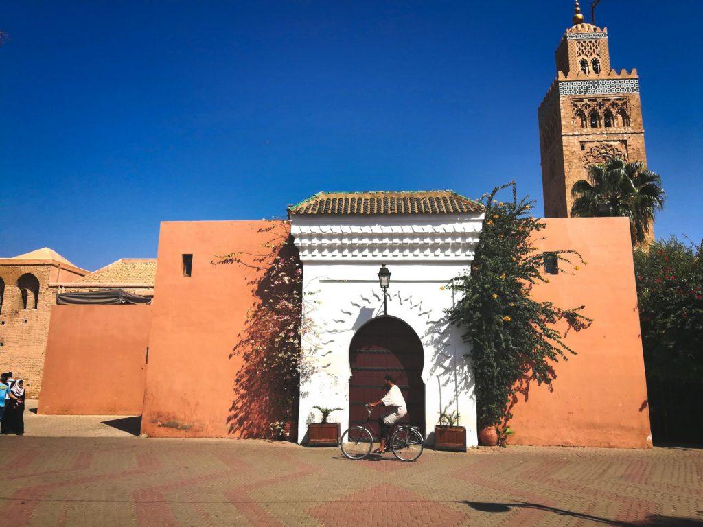 An der Koutoubia-Moschee in Marrakesch