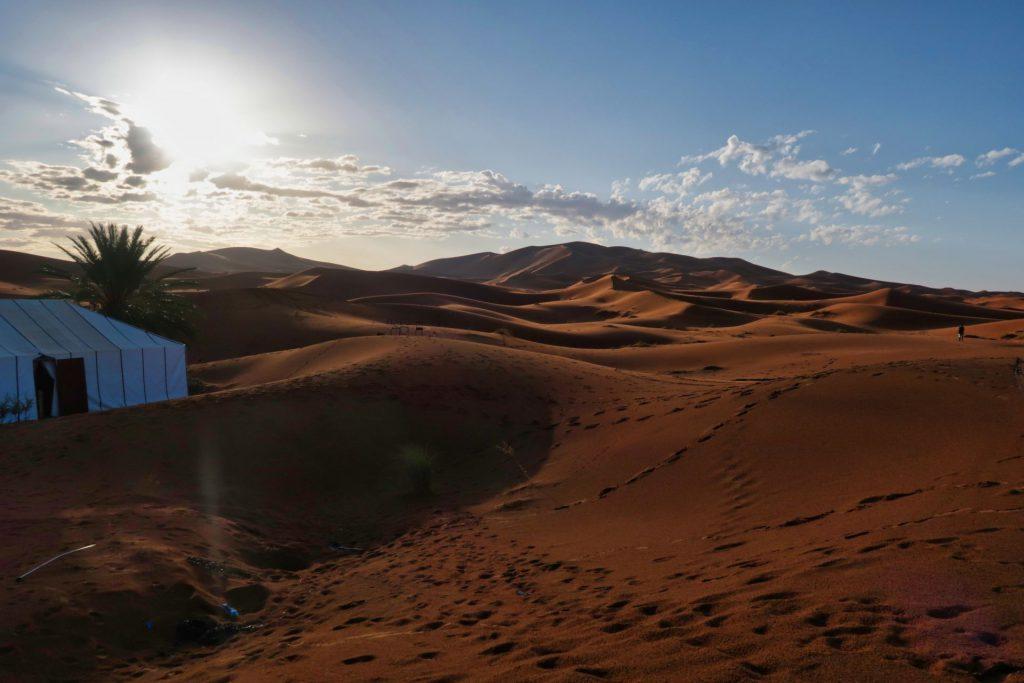 Früher Morgen im Erg Chebbi-Camp bei Merzouga