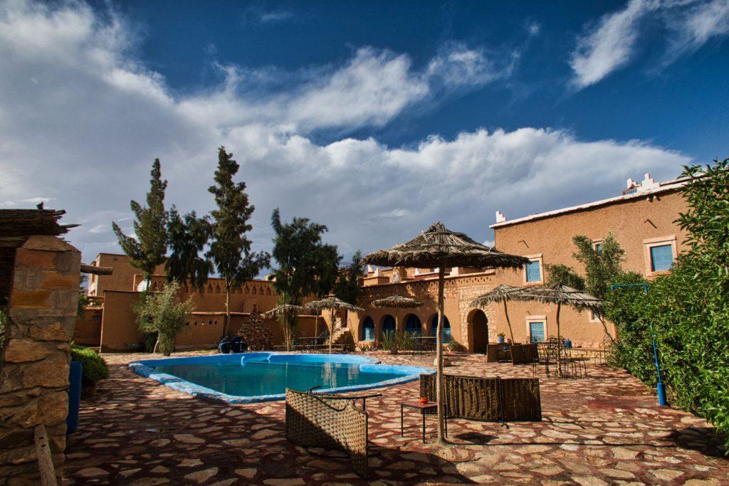 Garten und Pool des Hotels Dar Mouna La Source