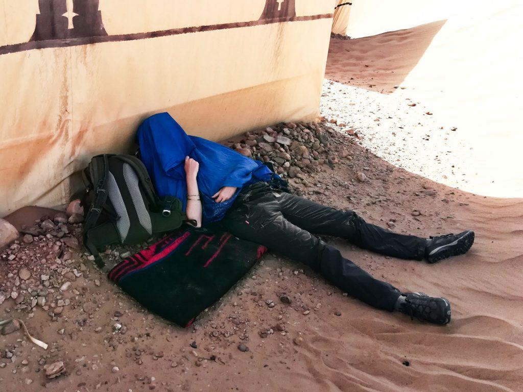 Debbie im Sand