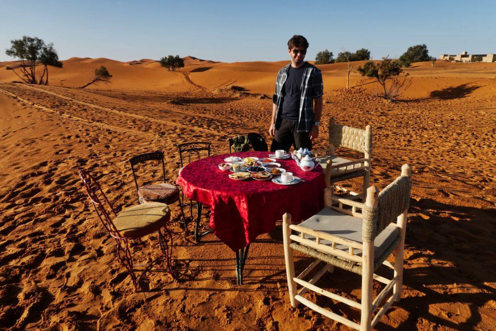 Frühstück im Wüstencamp von Merzouga
