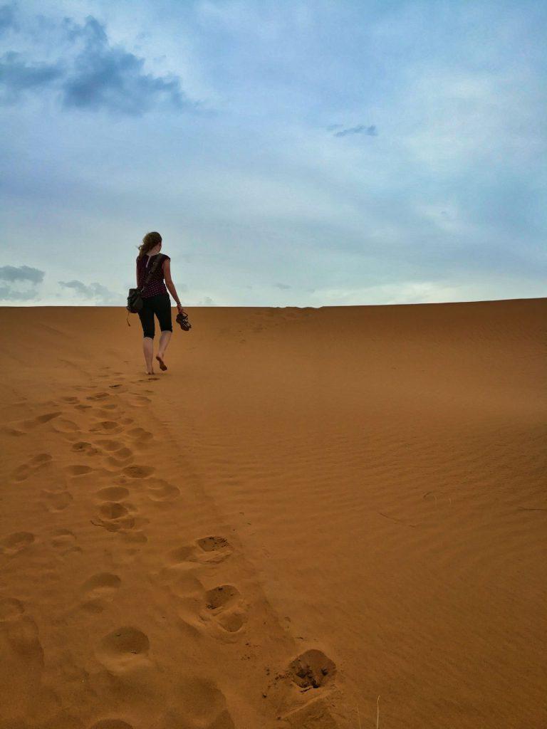 Debbie am letzten Abend an der Wüste von Merzouga