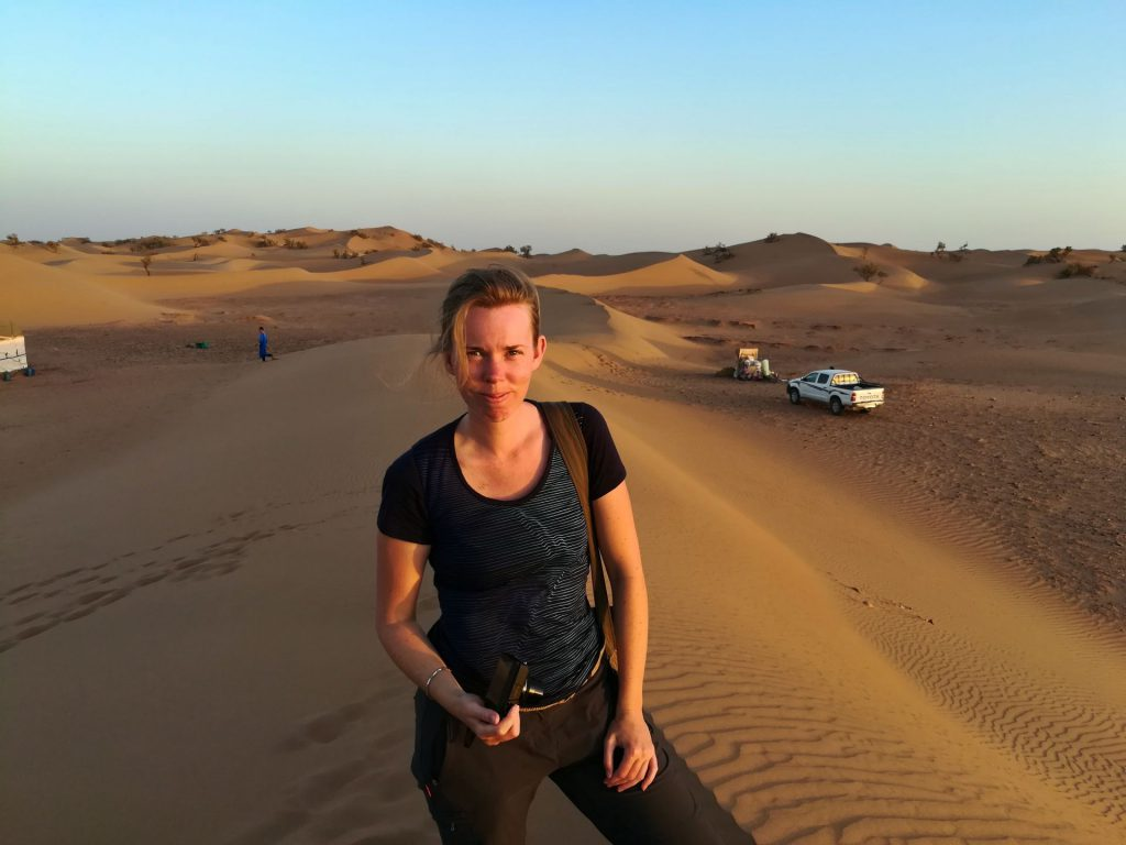 Debbie bei Sonnenuntergang in der Wüste